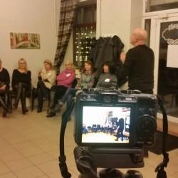 Aktorius Ramūnas Šimukauskas dalinasi savo patirtimi su suaugusiųjų grupe... O Tu ar nori sužinoti naudingų būdų, kaip sudominti auditoriją? ;)