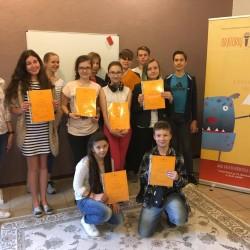 """Valio valio valio! :) Vaikai dalyvavo tęstinėje 76 valandų neformaliojo vaikų švietimo programoje """"Viešojo kalbėjimo menas moksleiviams"""", išklausė teorinę dalį, atliko praktines užduotis ir patobulino komunikavimo kompetencijas. :)"""