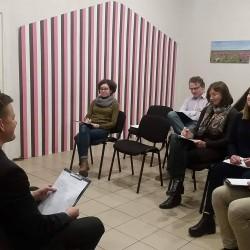 Vyksta įdomi diskusija suaugusiųjų grupėje... ;) Įdomu diskutuoti ir klausyti! ;)