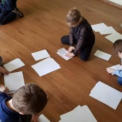 Mažųjų Oratorių knygų klubo nariai kuria knygeles, galvoja veikėjus, turinį, patys iliustruoja, pristatinėja... ;) Labai įdomi ir naudinga patirtis mažiesiems. :)